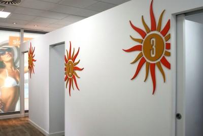 Decoración interior centro de bronceado