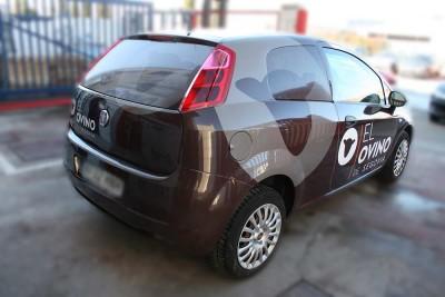 Rotulación coche El Ovino de Segovia mediante vinilo adhesivo. Rotulación económica semi integral utilizando los colores corporativos del cliente.