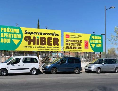 Valla publicitaria próxima apertura supermercados HIBER